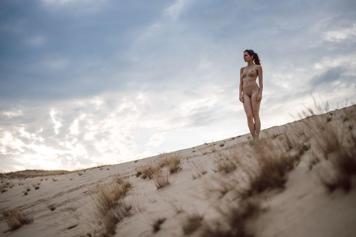 Sinnliche erotische Fotos auf der Düne