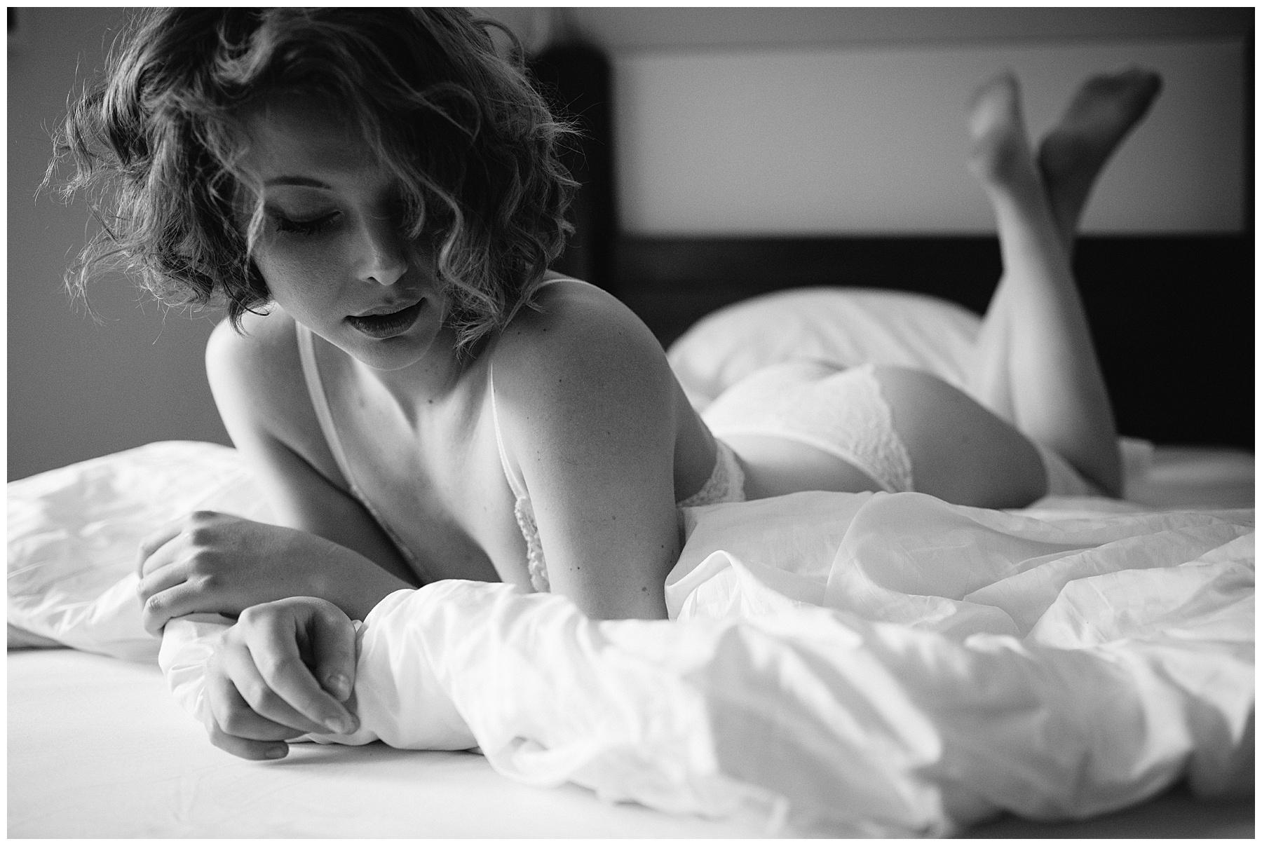 Boudoirfotograf Frau beim Fotoshooting
