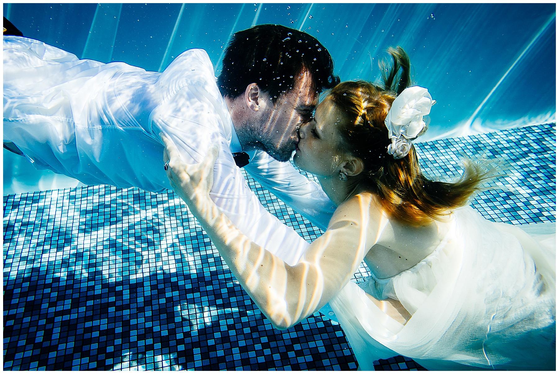 Hochzeitsfotograf Boris Mehl Hochzeitspaar unter Wasser